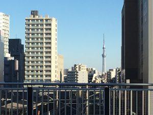 大塚駅の空蝉橋から見えるスカイツリー