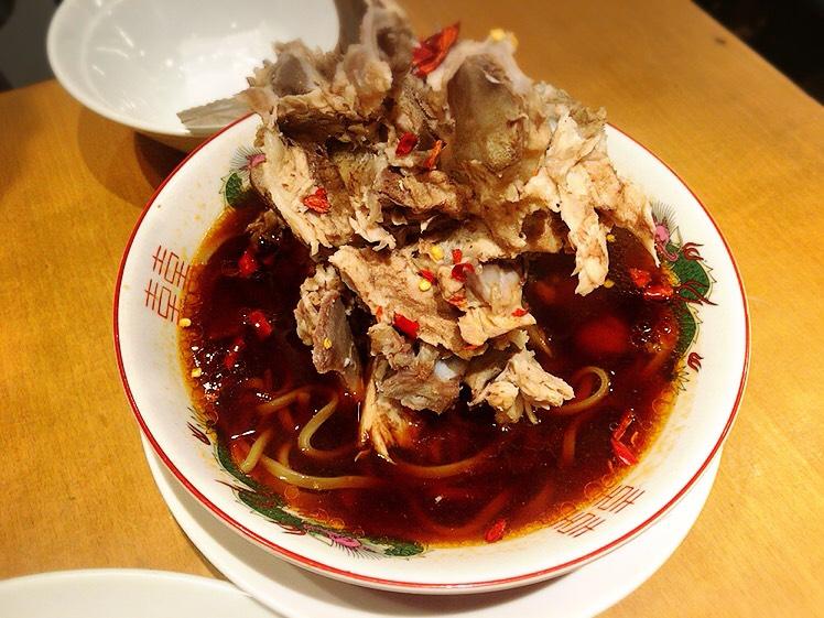 【大塚駅】肉も麺も餃子も焼き飯も!パンチ強めな男飯系がすごい「富士ノ山食堂」の骨肉山麺