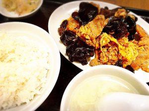 「富士ノ山食堂」の豚キクラゲ卵炒