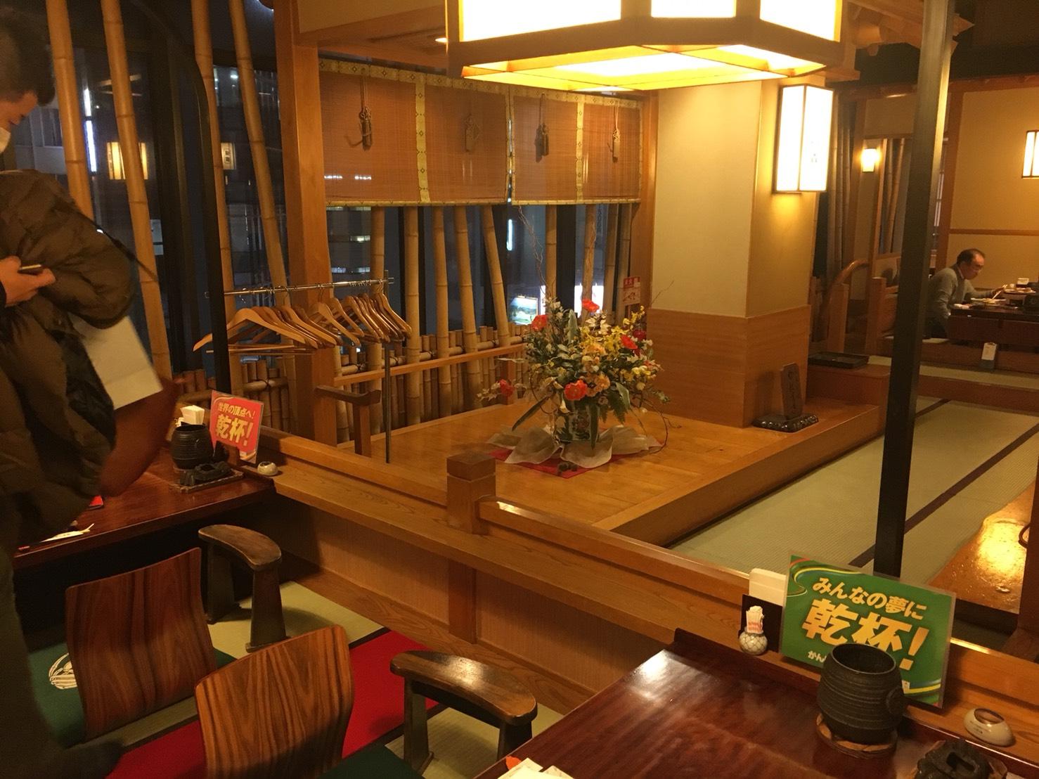【新宿駅】贅の極み!蟹ざんまいで蟹に溺れる贅沢体験!豪華絢爛な「かに道楽」の店内2
