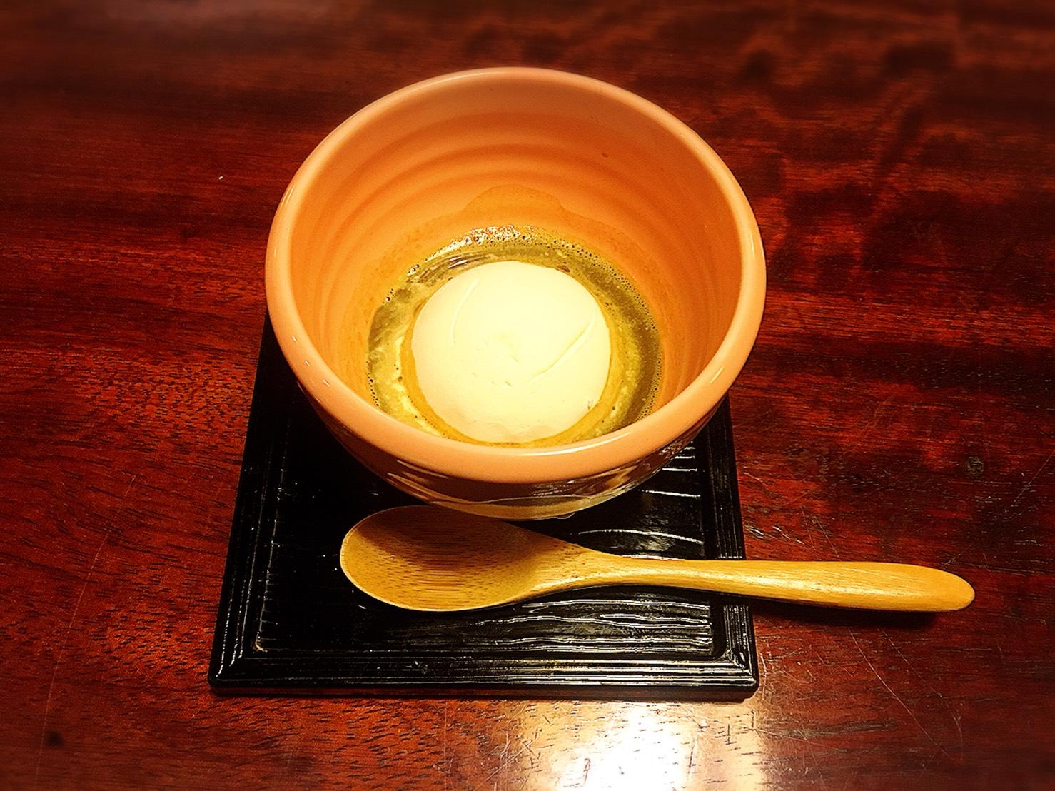 【新宿駅】贅の極み!蟹ざんまいで蟹に溺れる贅沢体験!豪華絢爛な「かに道楽」のかにしゃぶ会席冬景色のほうじ茶掛けアイス