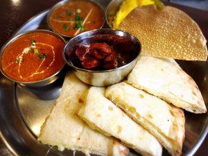 【大塚駅】インド・ネパール料理のニューフェイス!チーズナンが絶品最高「リトルムンバイ」