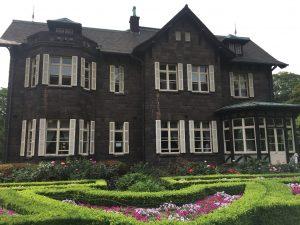 【上中里駅】バラが咲き誇る日英が混ざる庭園。クラシックな景色が新鮮な「旧古河庭園」