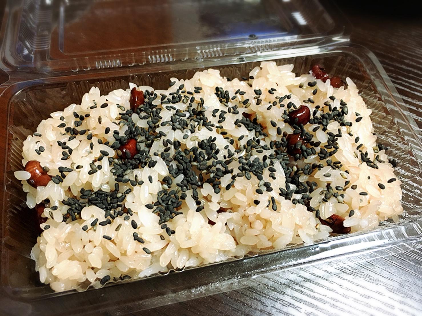 【大塚駅】もなか屋さん「千成もなか本舗」の200円のパンケーキのお赤飯胡麻をふった
