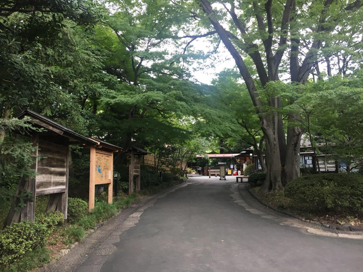 【飯田橋駅】江戸時代の中国趣味豊かな景観で一句「小石川後楽園」の小石川後楽園の出入口から入った道