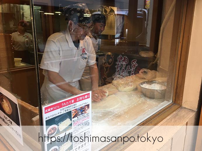 【池袋駅】埼玉名物の強烈極太麺!池袋でも食べられる!武蔵野うどんの人気店「うちたて家」の麺打ち