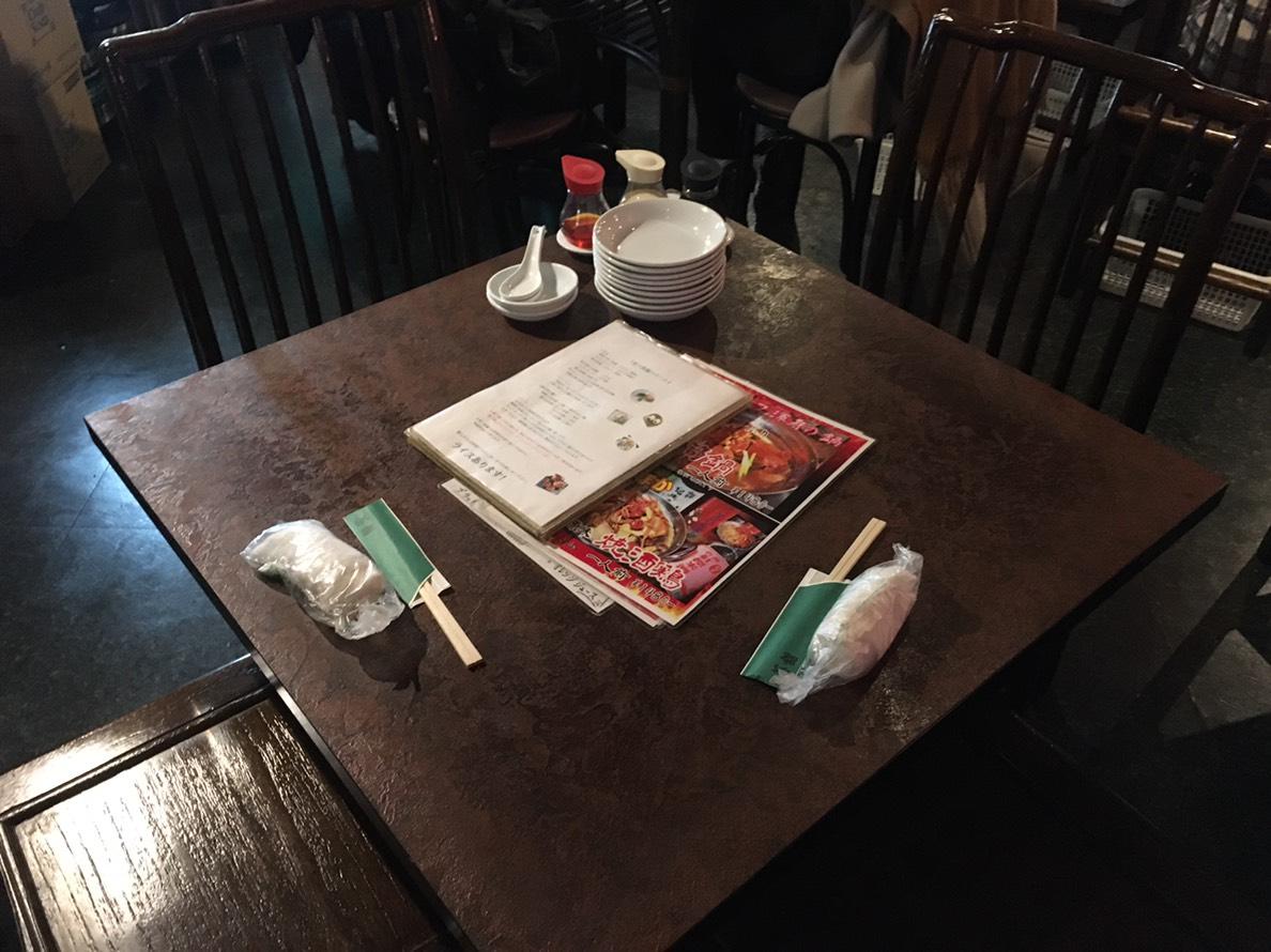 【池袋駅】飲茶専門店で中国・台湾料理が食べ放題2500円「 中国茶館」のテーブル