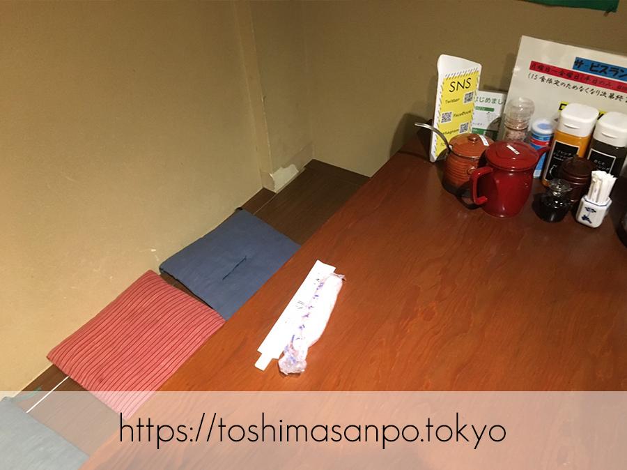【淡路町駅】ミシュラン掲載!こだわりとんかつの老舗「勝漫」のテーブル