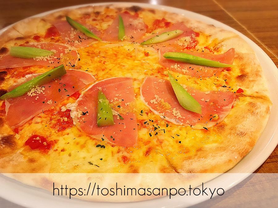 【大塚駅】コスパ悩ましい...カジュアルイタリアン「マイアミパティオ」の生ハムのピザ