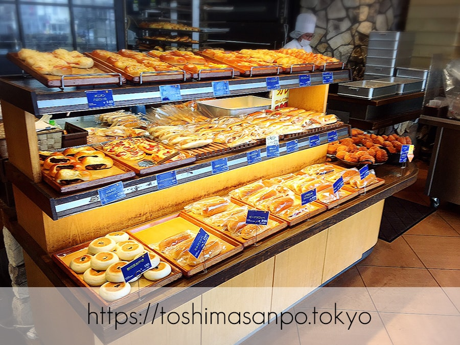 【大塚駅】美味しいパンと憩いの時間「EAST YEAST(イーストイースト)」の店内1