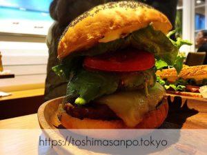 【池袋駅】早速食べ比べ!ハワイ発の食べるの大変系ハンバーガー「KUA`AINA クア・アイナ」