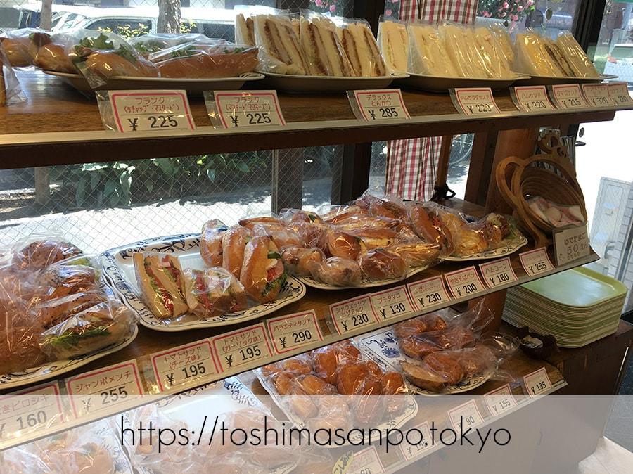 【向原駅】惣菜パン・菓子パン種類いっぱい!早朝開店アットホームな「大松ベーカリー」の店内3