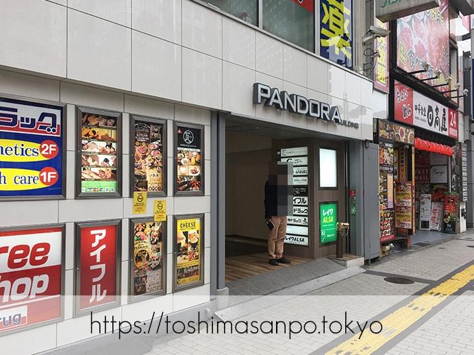 【新宿駅】オシャレカフェの代表!?おなかいっぱい食べられる「kawara CAFE&DINING 新宿東口」のビルの出入口