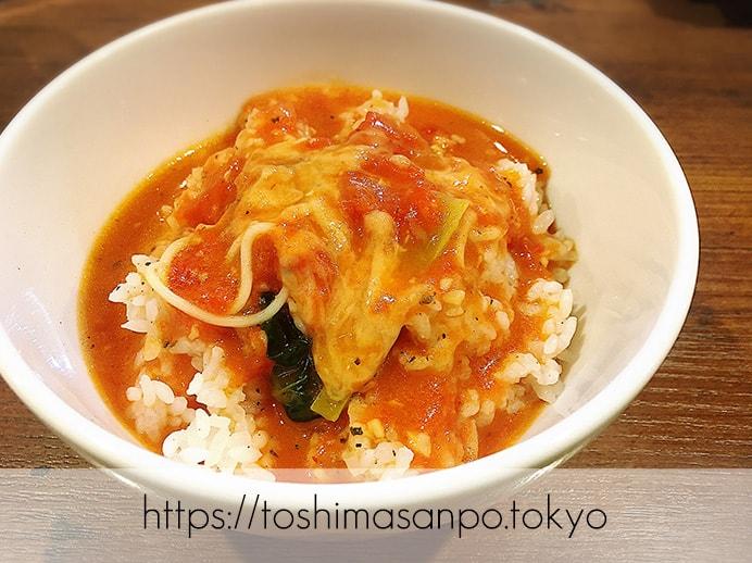 【大塚駅】こんなに美味しいなんて知らなかった!トマト苦手でもイケる?クセになる「太陽のトマト麺」のらぁリゾにトマトラーメンのスープをかける