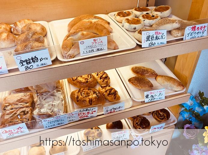 【大塚駅】お手頃パン食べつくしたい♡イートインもあるよ。6月開店「ベーカリーランド北大塚」のパンのディスプレイ1
